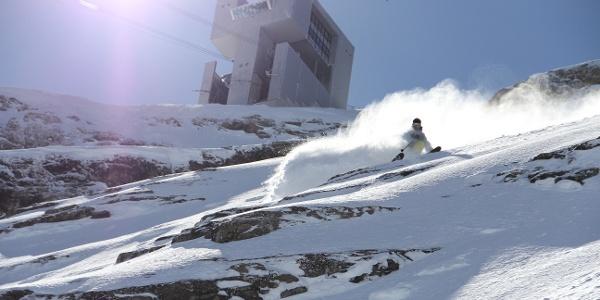 Verschneite Piste im Skigebiet Villars