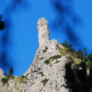 Der Grat-Gendarm des Leiternsteiges vom Karlgraben aus gesehen