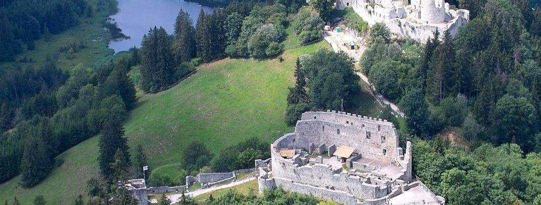 Die beiden Ruinen von oben.