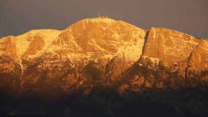 Die Paganella im Sonnenaufgang von Povo aus gesehen.