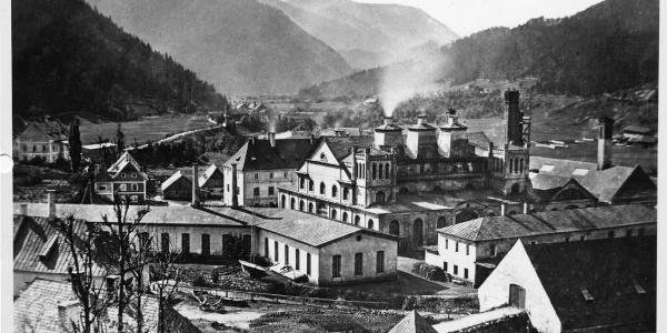 1743 bis 1767 wurde das Eisengußwerk mit den drei Hochöfen erbaut