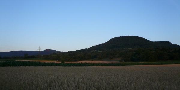 Der Urselberg bei Pfullingen in der Abenddämmerung.