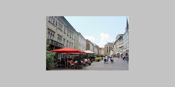 Hauptplatz Villach:  Der Hauptlatz mit seinen zahlreichen Geschäften und Lokalen ist Zentrum der quicklebendige Erlebnis- und Einkaufsstadt Villach.