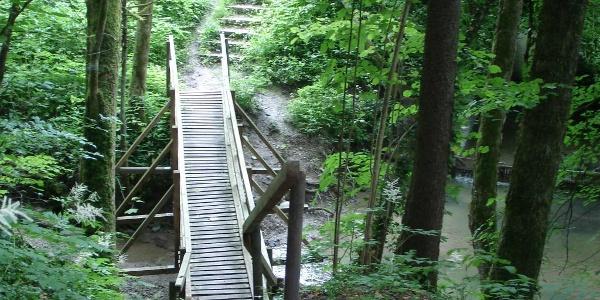 Steg über den Buttenmühlebach