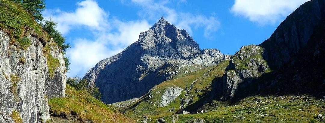 Blick nach der Schmiedleralm (2100 m) zum Säulspitz