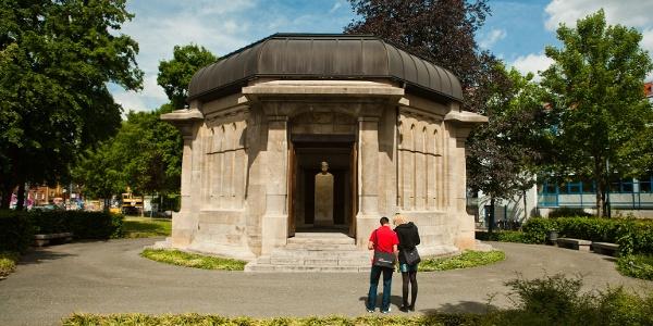 Ernst-Abbe-Denkmal - Außenaufnahme