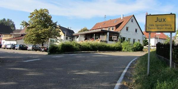 Ausgangspunkt der Parkplatz bei der Gemeindehalle in Jux