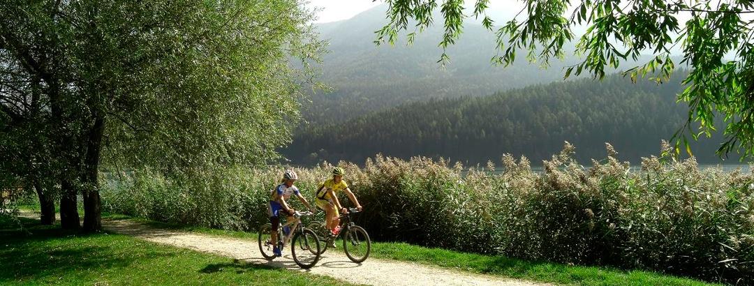 Die gemütlichen Strecken an den Ufern des Serraia-Sees eignen sich auch gut für Familien.