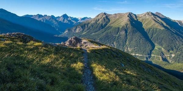 Blick vom Grat Richtung Piz Linard im Norden, dem höchsten Berg der Silvrettagruppe.