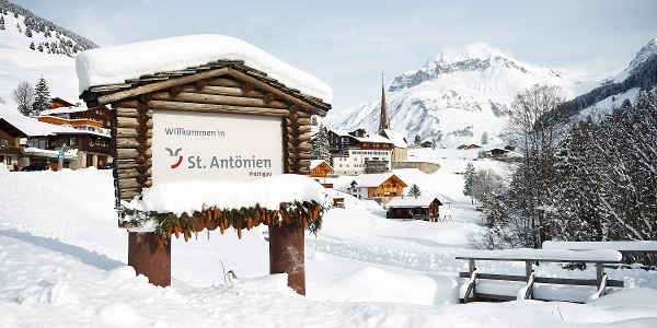 Der Winterwanderweg startet in St. Antönien