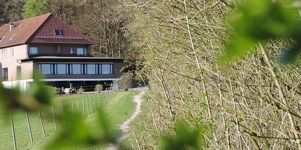 Blick auf das Gasthaus von Bad Iburg kommend