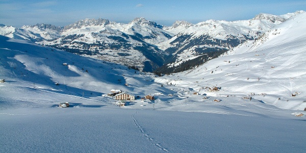 Mittendrin in der Winterpracht: das Berghaus Arflina.