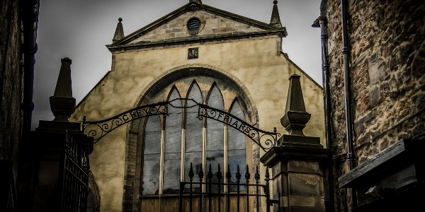 The gate to Greyfriars Kirkyard