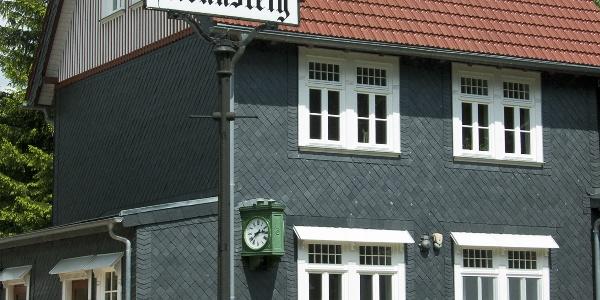 Der historische Bahnhof Rennsteig.