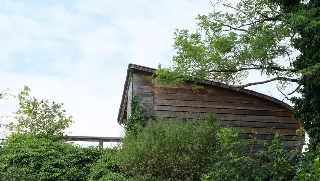 Beobachtungshütte über einem Bunker