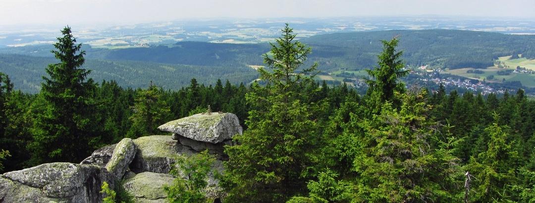 View from the Wahrzeichenfelsen to Bischofsgrün