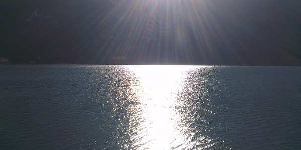 Sole sul lago.