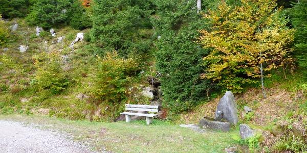 Die Rench-Quelle mit Brunnen am Renchtalsteig