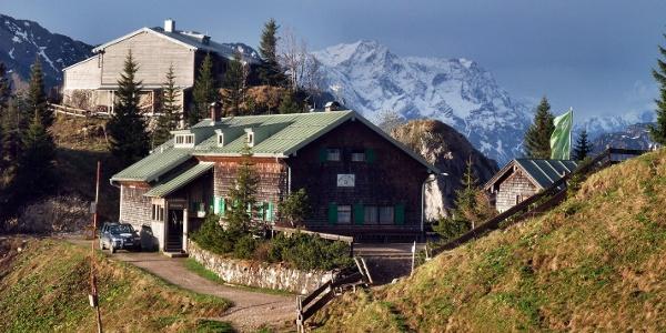 im Hintergrund die Zugspitze