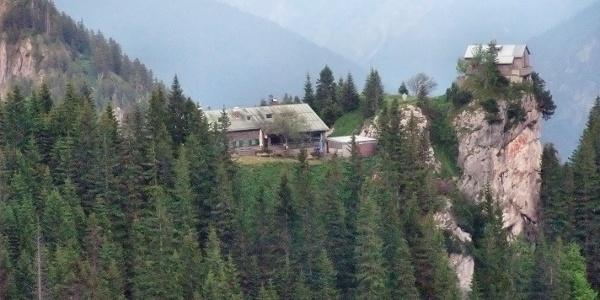 Blick aus Westen, August-Schuster-Haus in der Bildmitte
