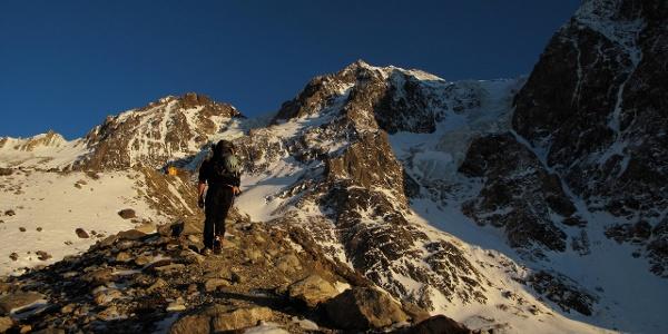 Das Biwak und rechts hinten die Hochferner Nordwand.