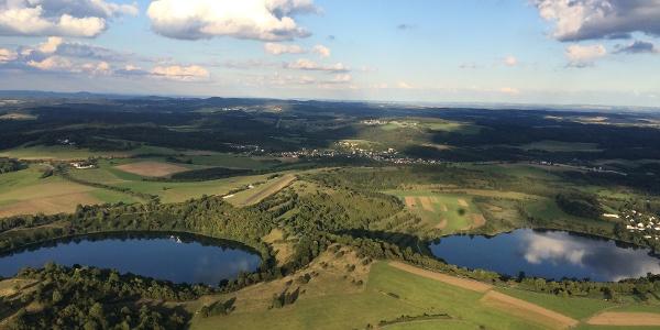 Luftbild 2 Maare - Die Augen der Eifel