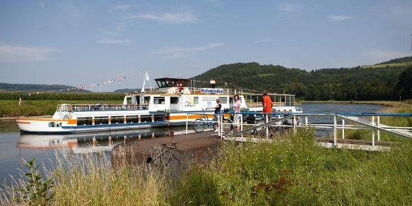 Auch die Weserschiffe nehmen Radler mit auf Rund- und Linienfahrten