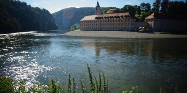 Blick zum Kloster Weltenburg und in die Weltenburger Enge