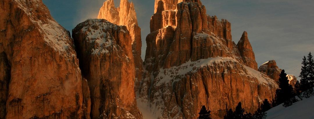Winterliches Alpenglühen in den Dolomiten