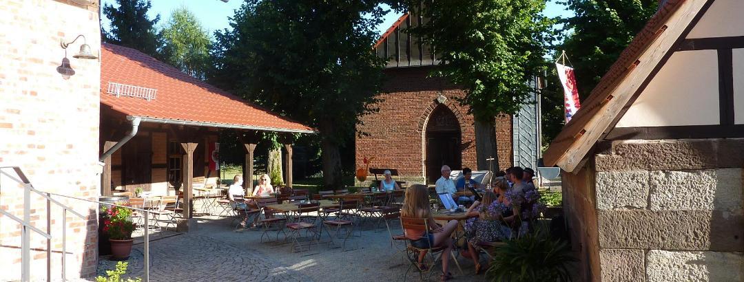 Biergarten des Gasthofs firlefanz Do-Sa 14-20 Uhr,  So 11-20 Uhr