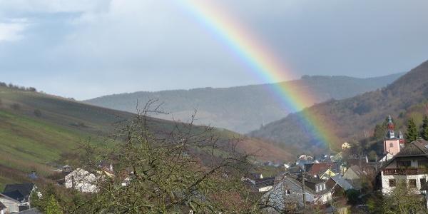 Regenbogen über Oberheimbach