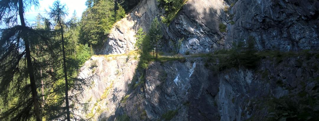 Weg zwischen Sculms und Stausee