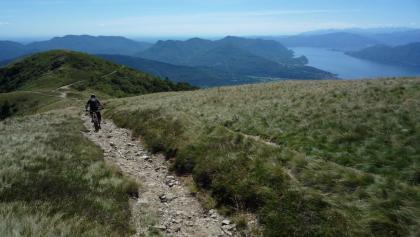 Abfahrt vom Monte Lema mit Lago Maggiore
