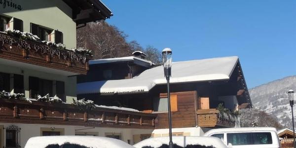 Winterfoto beide Häuser