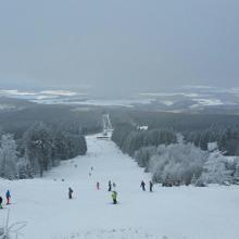 Skiabfahrt unterhalb der Aussichtsplattform