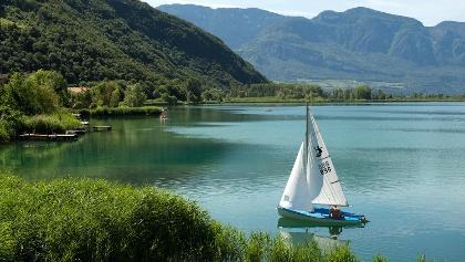 La barca di vela al Lago di Caldaro