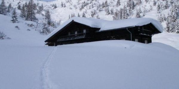 Berglandhaus im Winter