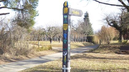 Historisches Wegzeichen an der Albert-Bauer-Linde