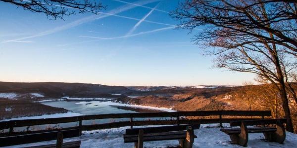 Eifelblick Rurtalsperre im Winter - Sonnenaufgang