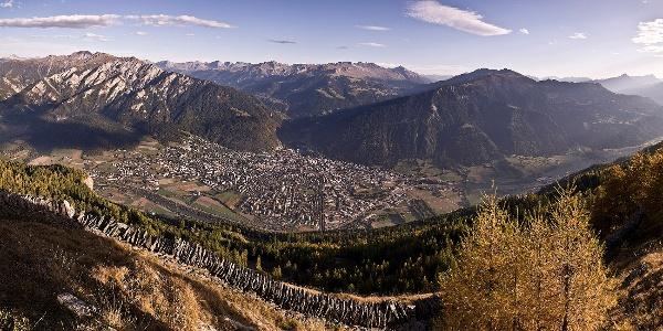 Blick auf die Alpenstadt Chur vom Calanda aus