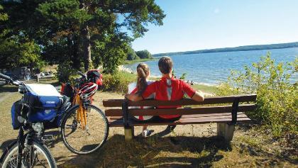 Radler rasten am Plauer See, Mecklenburgische Seenplatte