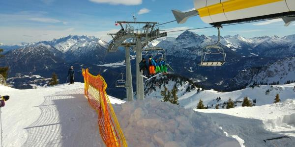 Bergstation der Vierersesselbahn Höfener Alm auf 1.900 m