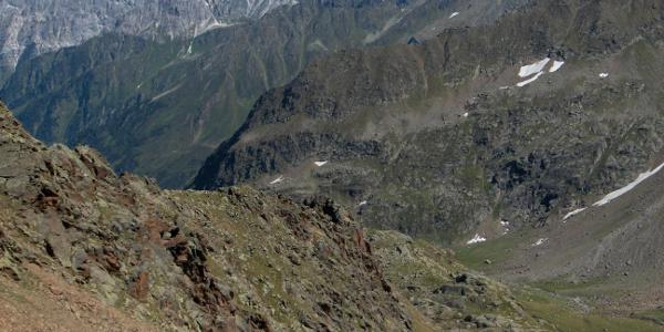 Blick von der Aussichtsscharte auf die Bremer Hütte