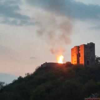 Osterfeuer an Burgruine Arnstein