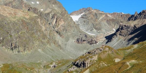 Jenatschhütte mit Piz Calderas und Err Gletscher