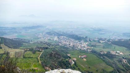Panoramica sul paese di Barbarano dalla cima del Monte della Cengia