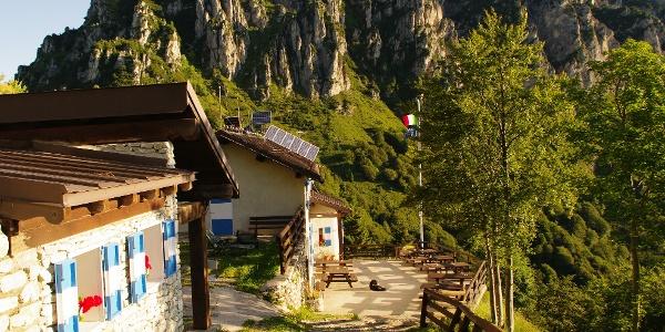 Die Berghütte Nino Pernici (Bocca di Trat)