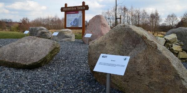 Steingarten Vehrte: Viele große Steine sind Zeugen der Eiszeit. Sie wurden mit dem Eis aus Skandinavien zu uns transportiert und beim Abschmelzen hier abgelagert. Der Volksmund nennt sie Findlinge.
