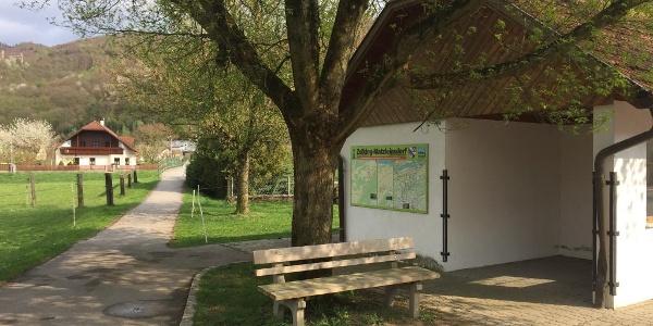 Bei der Autobushaltestelle beginnt die Tour für Leute die mit den Öffis anreisen.