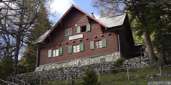 Adolf Köglerhaus nahe der Zahnradbahn-Station Baumgartner